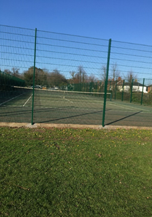 New tennis court fencing